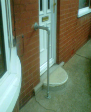 Floor to door 'key clamp' rail
